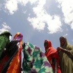 Displaced women queue for non-food items from the United Nations High Commissioner for Refugees at the Kabasa transit centre for the internally displaced people in Dollow town, along the Somalia-Ethiopia border, August 30, 2011. REUTERS/Thomas Mukoya