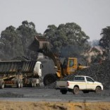 Coal is loaded onto a truck at the Woestalleen colliery near Middleburg in Mpumalanga province, September 8, 2015. REUTERS/Siphiwe Sibeko
