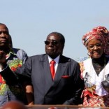 """Zimbabwe's President Robert Mugabe and his wife Grace greet supporters of his ZANU (PF) party during the """"One Million Man March"""",  a show of support of Mugabe's rule in Harare, Zimbabwe, May 25, 2016.  REUTERS/Philimon Bulawayo."""