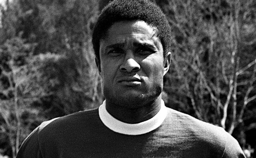 epa04008884 A file photo dated March 1970 shows Portuguese soccer legend Eusebio da Silva Ferreira posing for a photograph with in the Benfica Lisbon jersey. Portugal is to declare three days of morning following the death on 05 January 2014 of soccer legend Eusebio at the age of 71, national news agency Lusa reported, citing government sources.  EPA/MANUEL MOURA