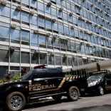 """Brazilian Federal Police vehicles are pictured in front of the Ministry of Agriculture during an """"Operation Flesh Is Weak"""" in Brasilia, Brazil March 17, 2017. REUTERS/Ueslei Marcelino"""