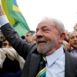 Former Brazilian President Luiz Inacio Lula da Silva arrives at Federal Justice for a testimony in Curitiba, Brazil, May 10, 2017.  REUTERS/Nacho Doce